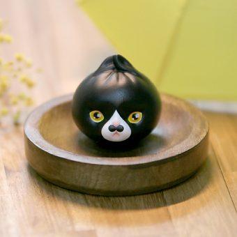 arttoy designertoy cat leledoll leejaeyeon mandu nyang tuxedo cow black white black-bean-sauce mustache